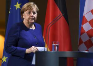 Μέρκελ: Βάζει και πάλι στο τραπέζι το εμπάργκο οπλών στη Λιβύη