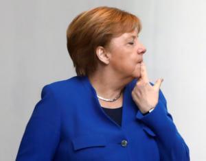 Διάσκεψη Βερολίνου: Η Μέρκελ έτρωγε τα νύχια της από το άγχος! [Pics]