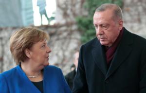 Η Μέρκελ στην Κωνσταντινούπολη: Τι θα συζητήσει με τον Ερντογάν