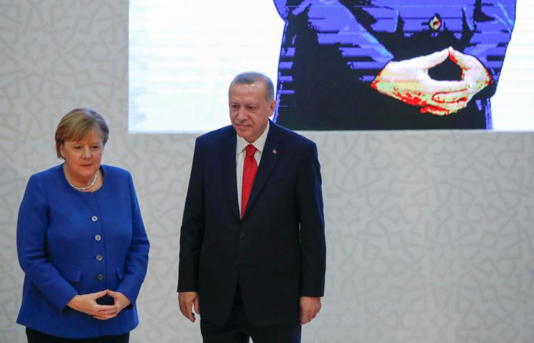 Ερντογάν σε Μέρκελ: Η Ελλάδα συνεχίζει τις προκλήσεις στο Αιγαίο