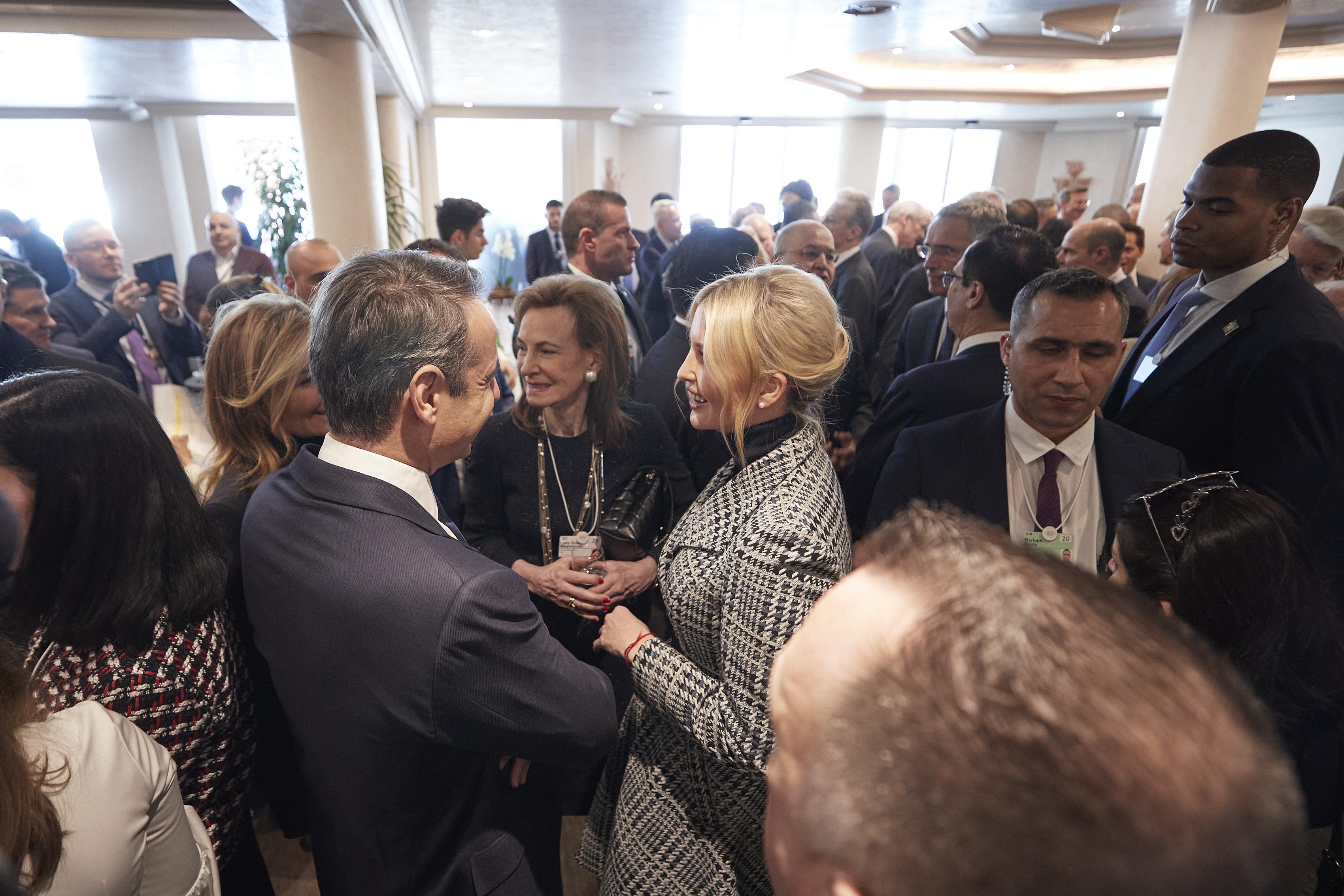 Κυριάκος Μητσοτάκης: «Πηγαδάκι» με την Ιβάνκα Τραμπ στο Νταβός [pics]