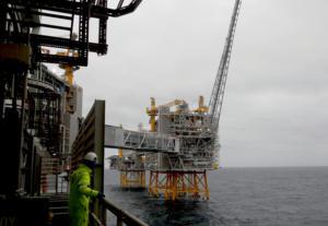 Λιβύη: Ένοπλη ομάδα απειλεί να κλείσει και άλλα πετρελαϊκά κοιτάσματα