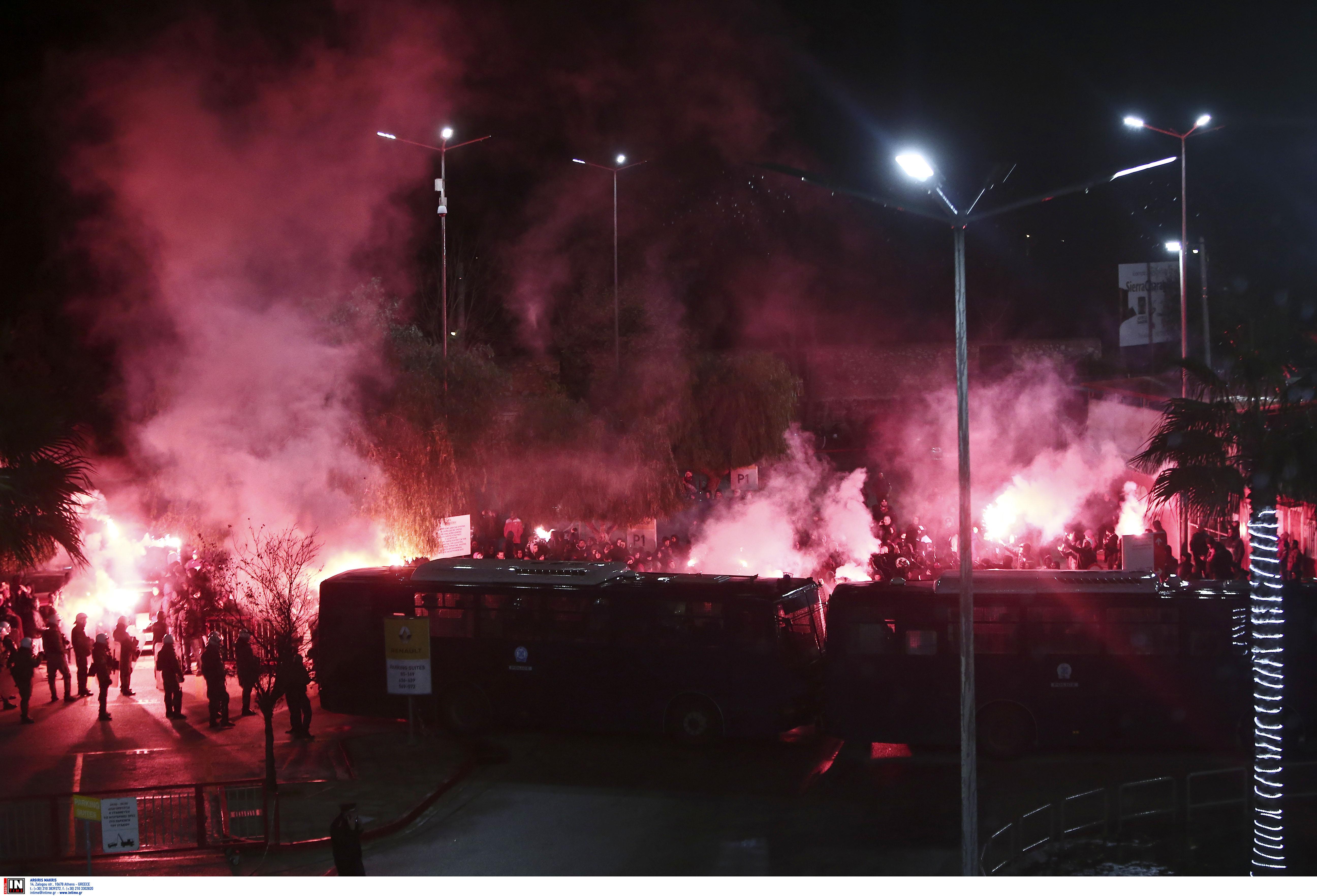 """Ολυμπιακός – Παναθηναϊκός: """"Χαμός"""" έξω από το """"Καραϊσκάκης""""! (pics)"""