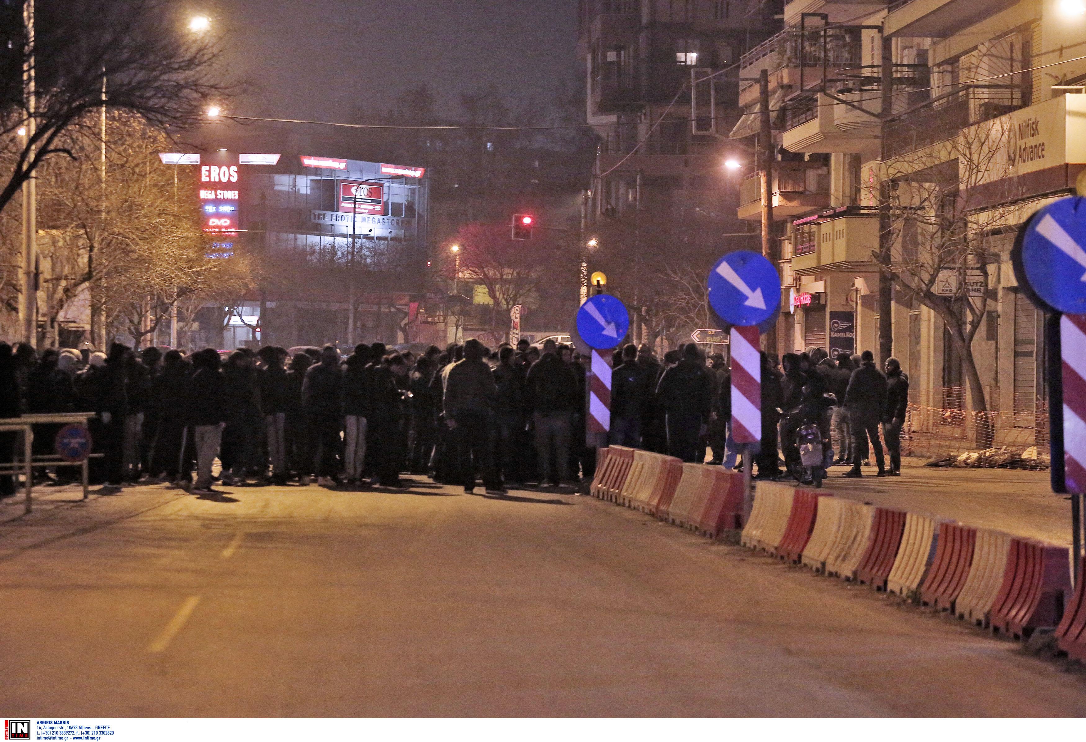 Συμπλοκές οπαδών με την αστυνομία στου Ρέντη