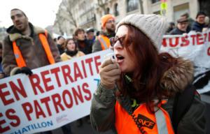 Νέες διαδηλώσεις στο Παρίσι για το συνταξιοδοτικό! Δακρυγόνα κατά του πλήθους