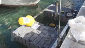 """Πάρος: Αυτός είναι ο πλωτός """"έξυπνος"""" κάδος σκουπιδιών που μπορεί να μαζέψει έως και 90.000 πλαστικές σακούλες το χρόνο [video]"""
