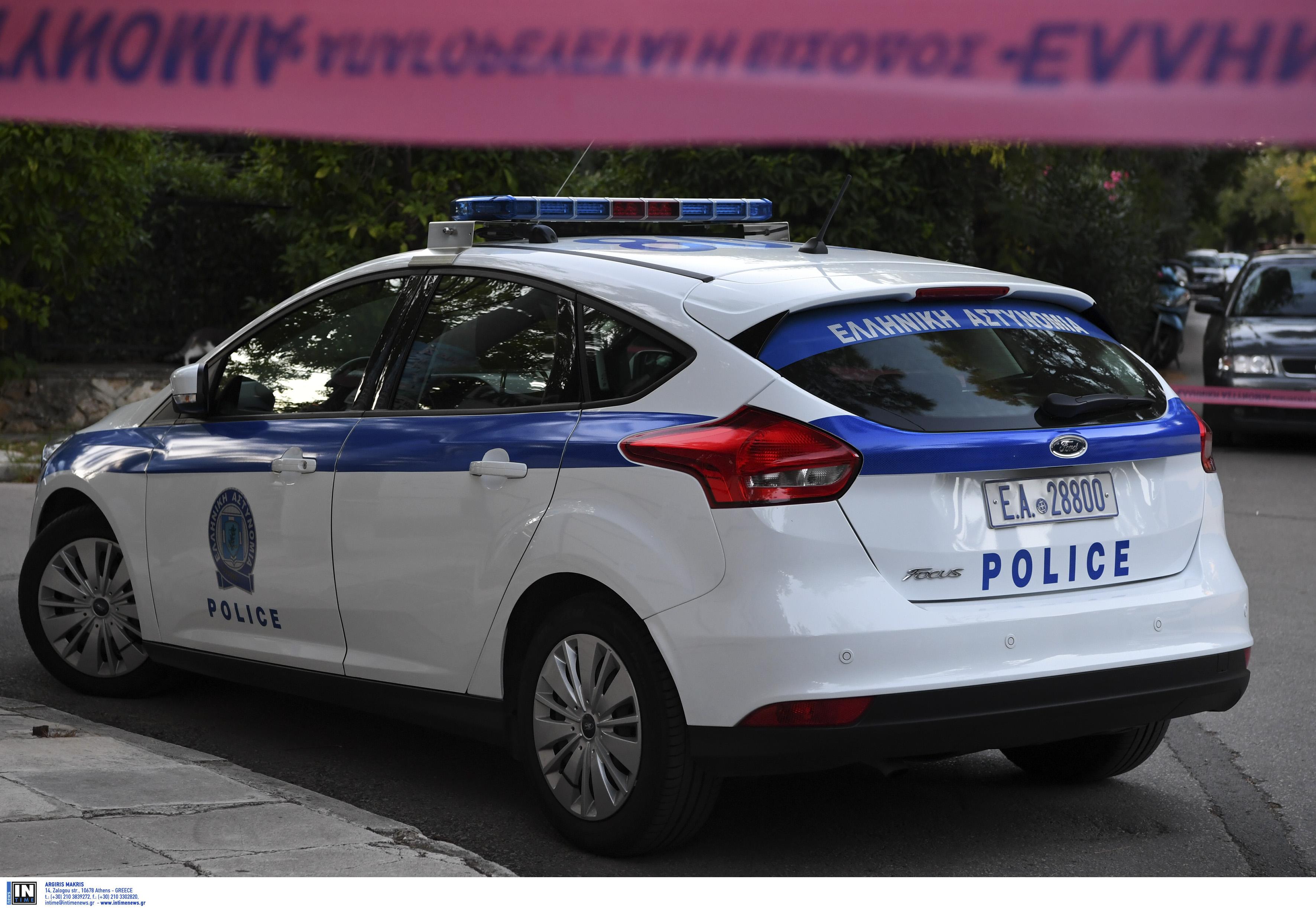Ασπρόπυργος: Μπούκαραν με το αυτοκίνητο σε κατάστημα και έκλεψαν το ταμείο