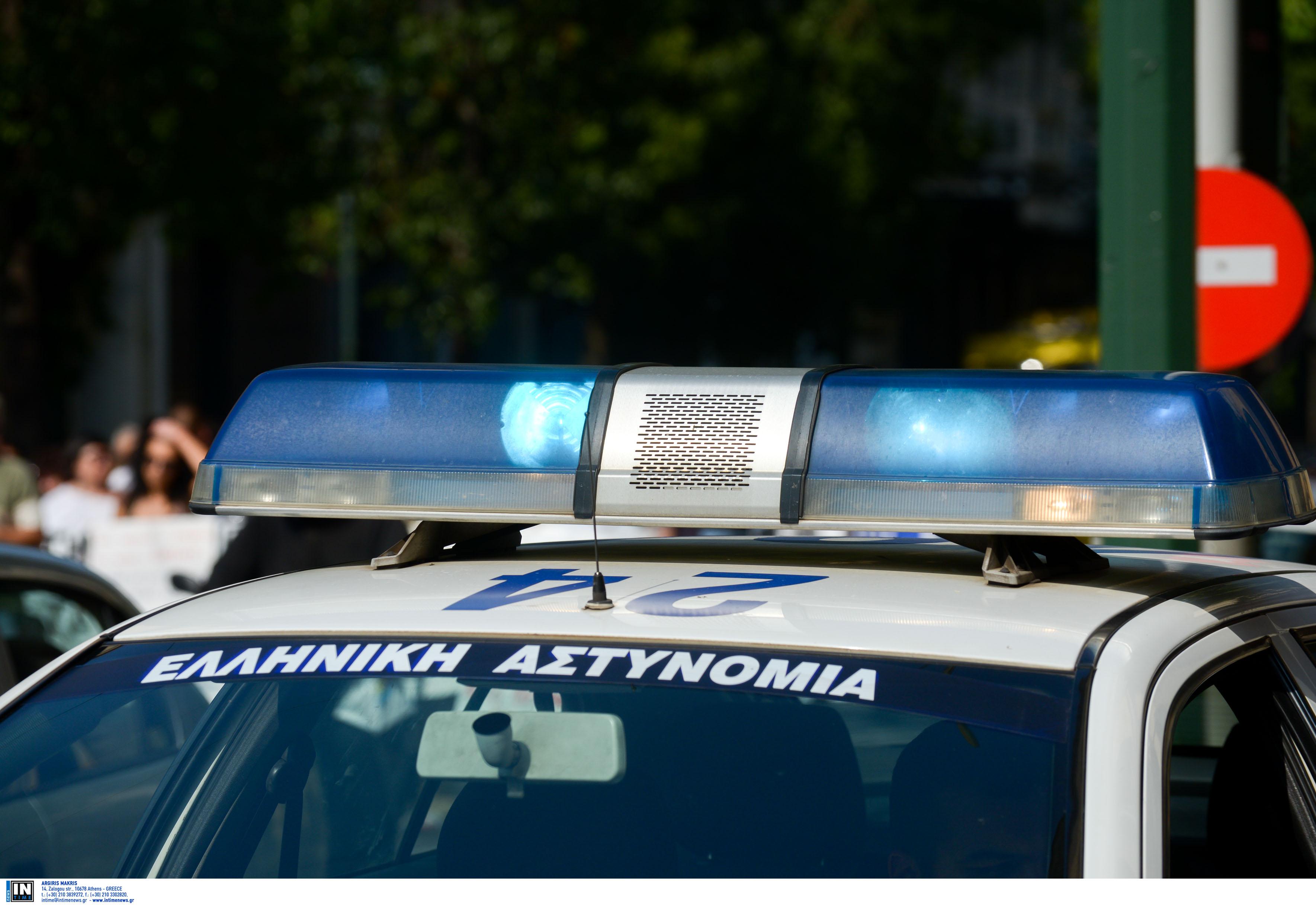 """Ηγουμενίτσα: Ο σκύλος """"ξετρύπωσε"""" δέκα κιλά ναρκωτικά από το σασί του αυτοκινήτου"""