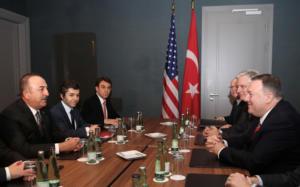 Διάσκεψη του Βερολίνου: Το ενδεχόμενο μόνιμης εκεχειρίας στη Λιβύη συζήτησαν Πομπέο και Τσαβούσογλου