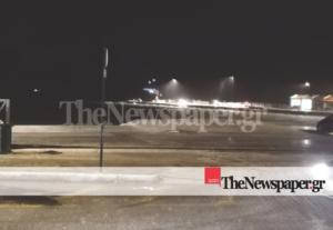 """Καιρός """"Ηφαιστίων"""": Επιβατηγό οχηματαγωγό πλοίο προσάραξε λόγω κακοκαιρίας"""
