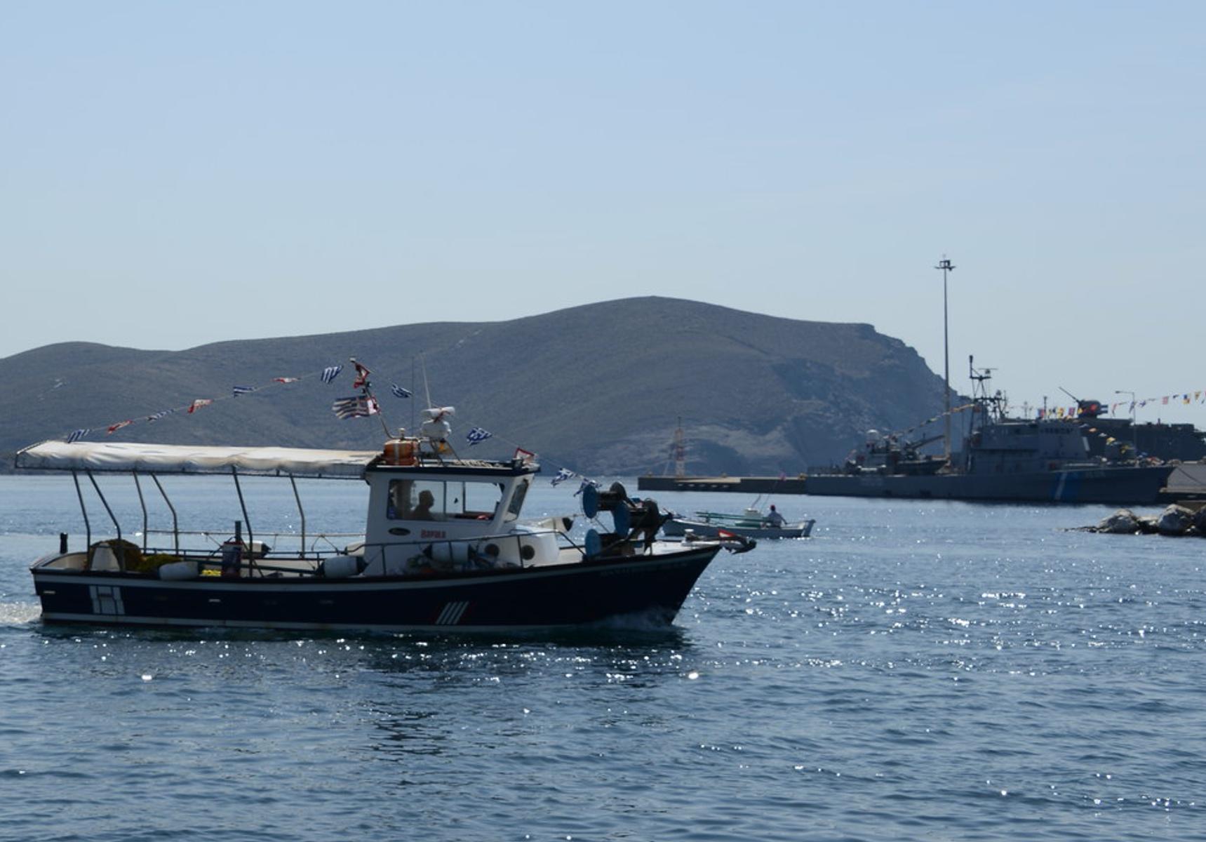 Θρίλερ με τον θάνατο του ναυτικού που βρέθηκε να επιπλέει δίπλα στο πλοίο του στα Ψαρά - Καταγράφηκαν από κάμερα οι τελευταίες κινήσεις του!