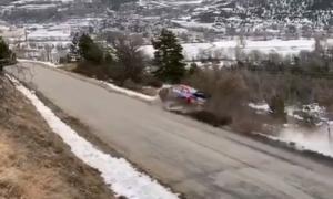 Σοκαριστικό ατύχημα σε αγώνα ράλι! Διαλύθηκε στα χιόνια το αυτοκίνητο (videos)