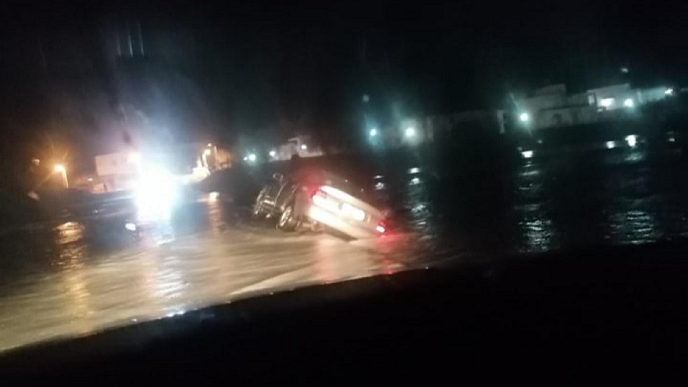Ρόδος: Αυτοκίνητο παρασύρθηκε από ποτάμι! Ο οδηγός ρίσκαρε την ίδια του, τη ζωή [pics]