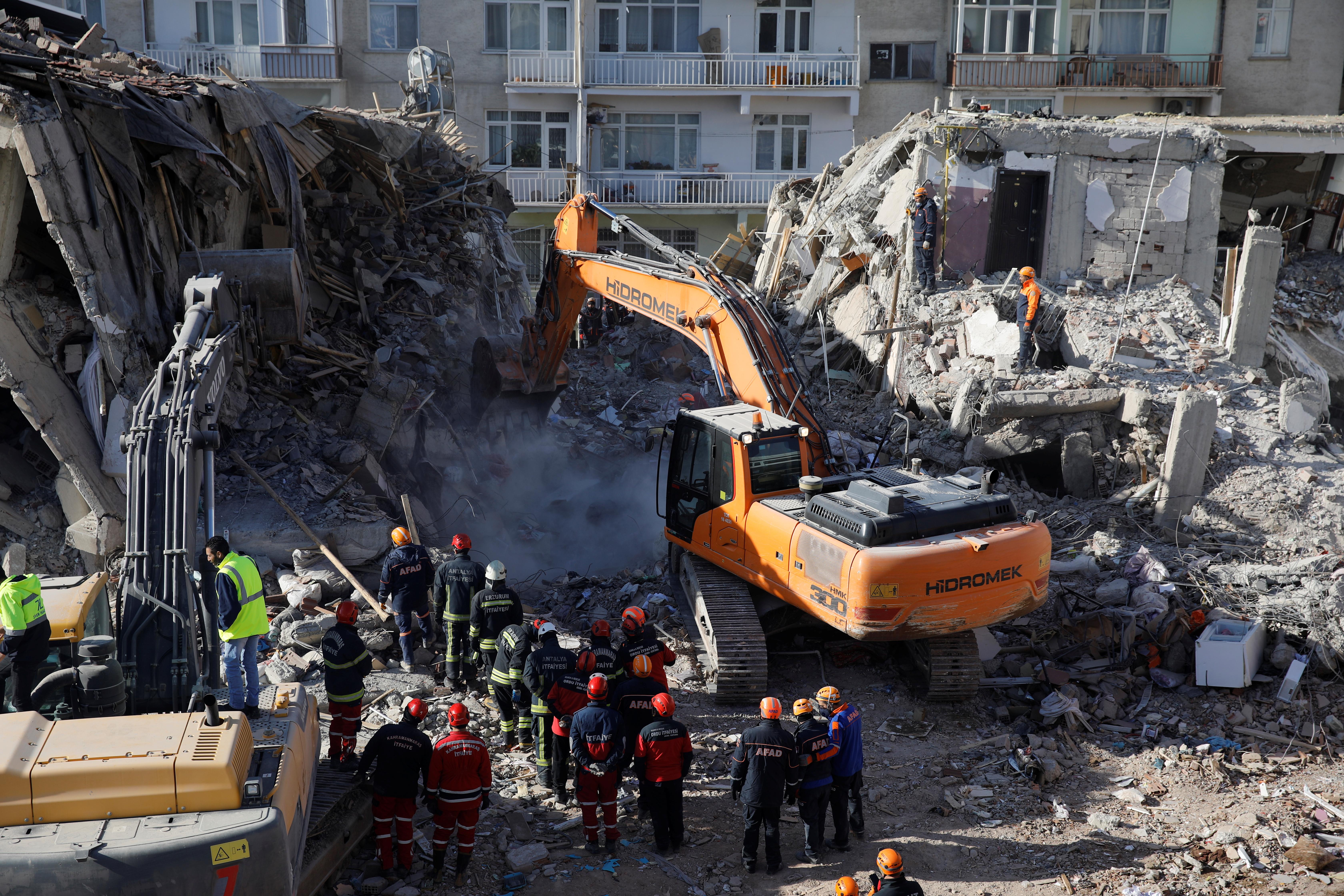 Σεισμός στην Τουρκία: Σταμάτησαν οι επιχειρήσεις διάσωσης