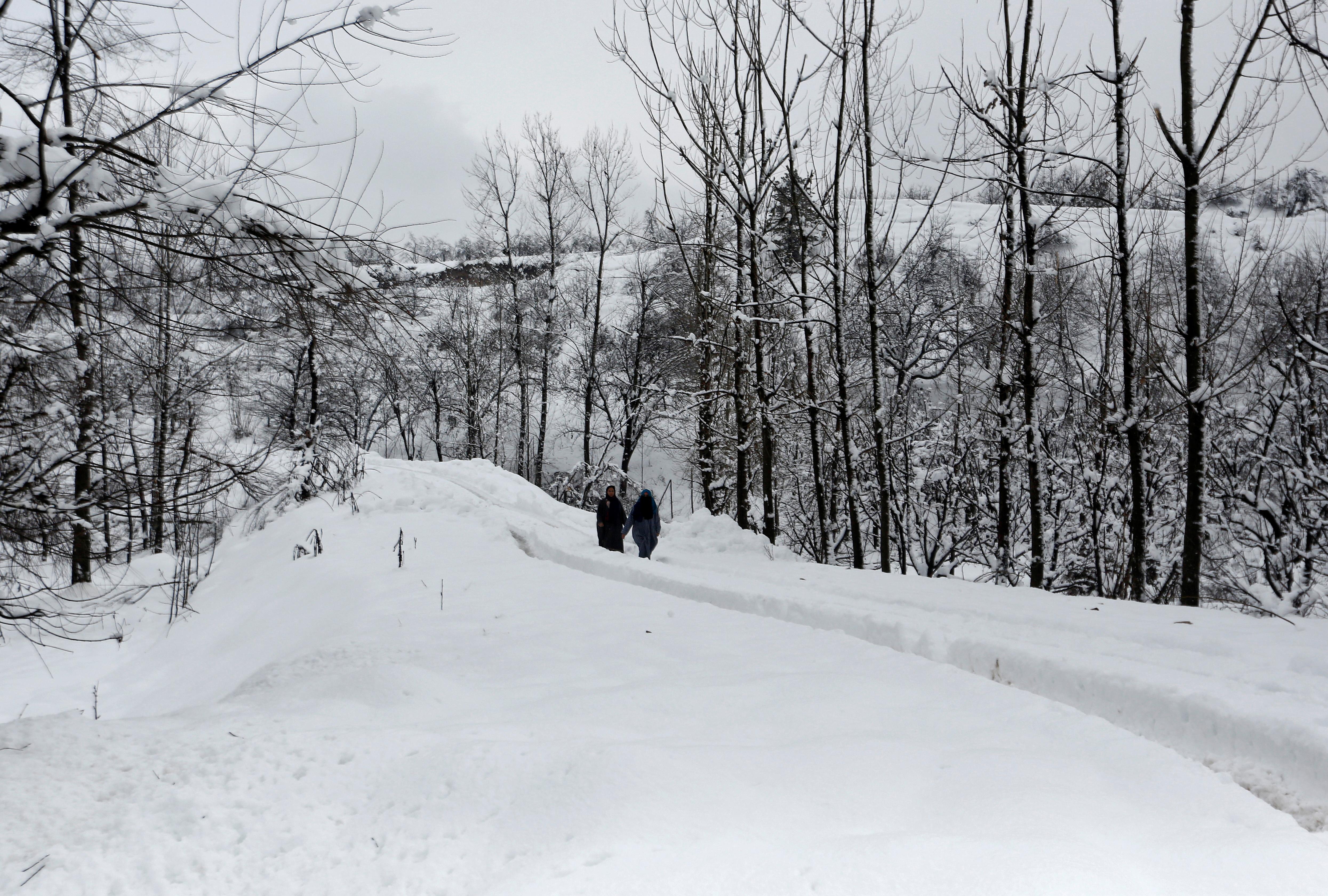 """""""Ακροβατώντας"""" στο πιο ψυχρό μέρος της Γης! Η περιπέτεια δύο Ρουμάνων στο Οϊμιάκον"""