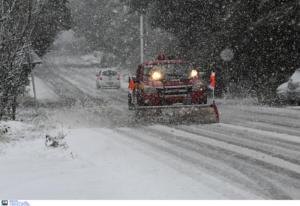 """Καιρός: """"Σφυροκοπά"""" αλύπητα ο Ηφαιστίων! Χιόνια, λυσσασμένοι άνεμοι και παγετός"""
