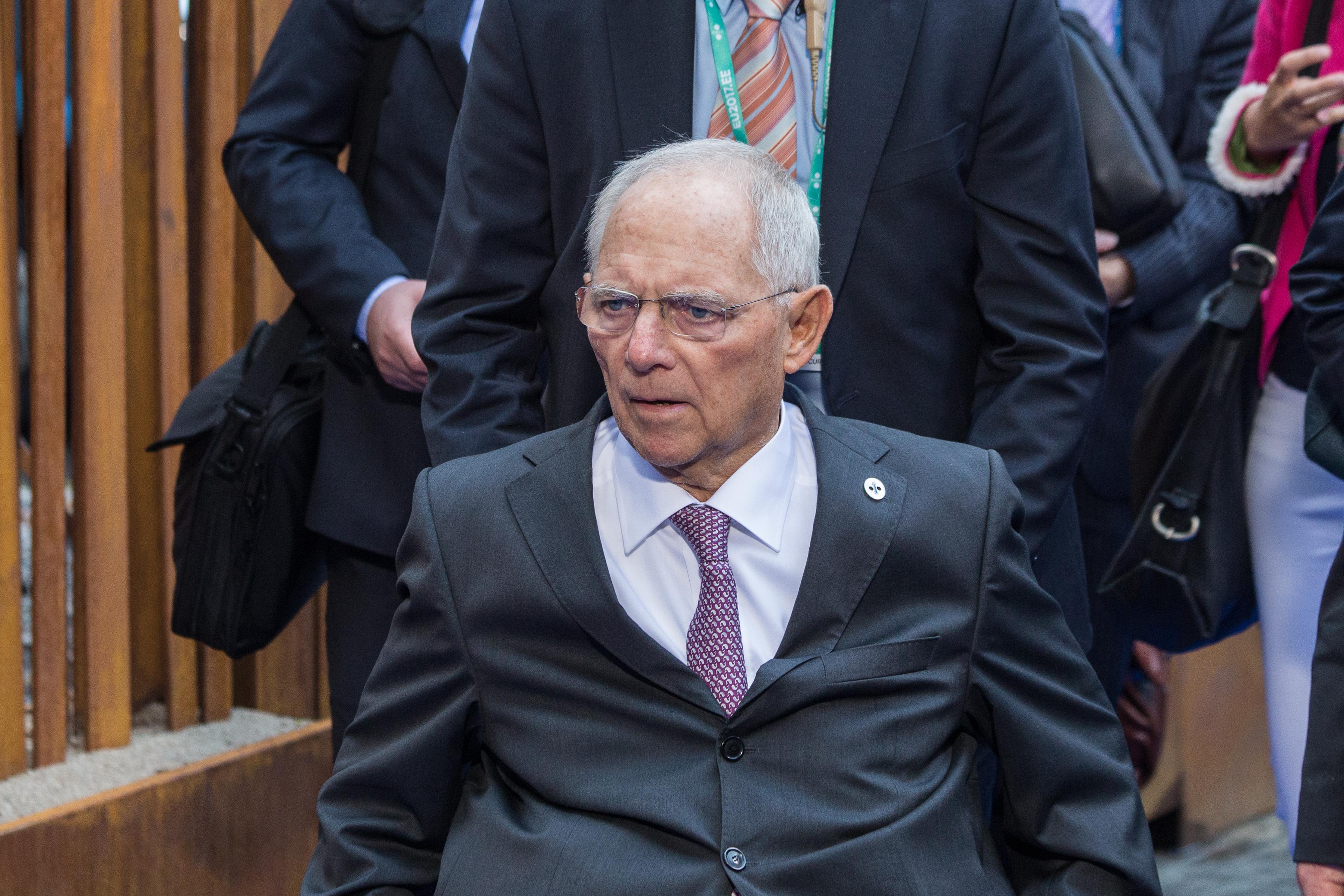 Σόιμπλε: Μη συγκρίνετε τα μέτρα για τον κορονοϊό με τη Βαϊμάρη