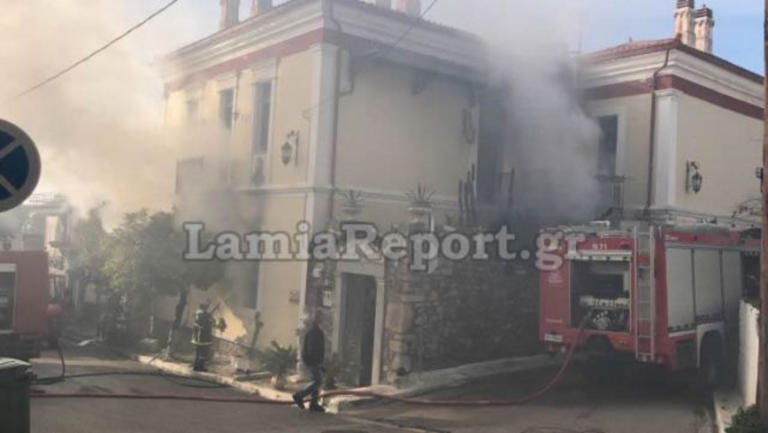 Στυλίδα: Φωτιά σε αρχοντικό! Πνίγηκε η περιοχή στους καπνούς [video]