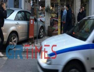 Θεσσαλονίκη: Αυτοκίνητο μπήκε σε κατάστημα μετά από τροχαίο! Πάγωσαν οι περαστικοί στον Εύοσμο [pics]