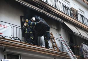 Θεσσαλονίκη: Θρίλερ με φωτιά σε διαμέρισμα πολυκατοικίας! Γυναίκες σε μπαλκόνι με κομμένη την ανάσα [video]