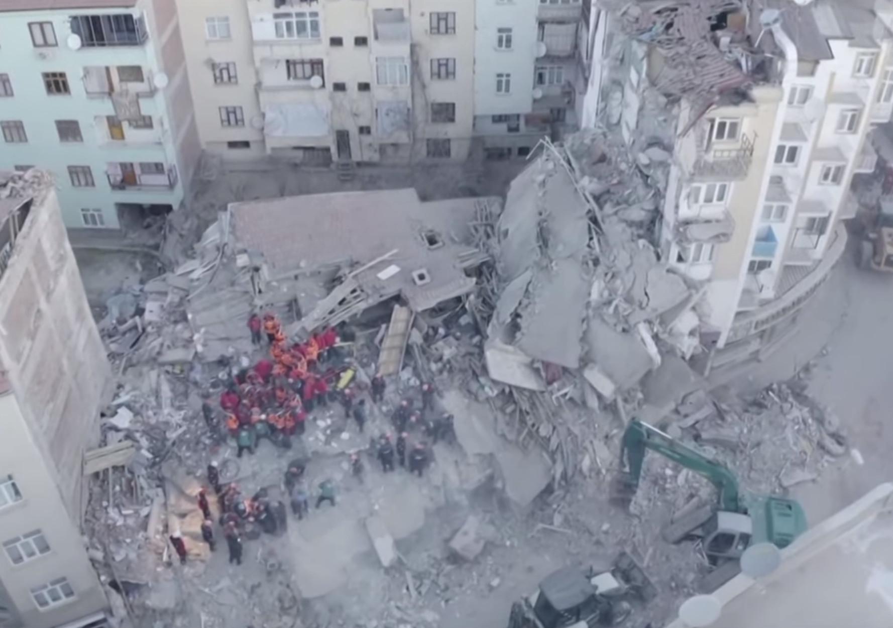Σεισμός στην Τουρκία: Συγκλονιστικές εικόνες απόλυτης καταστρoφής από drone!