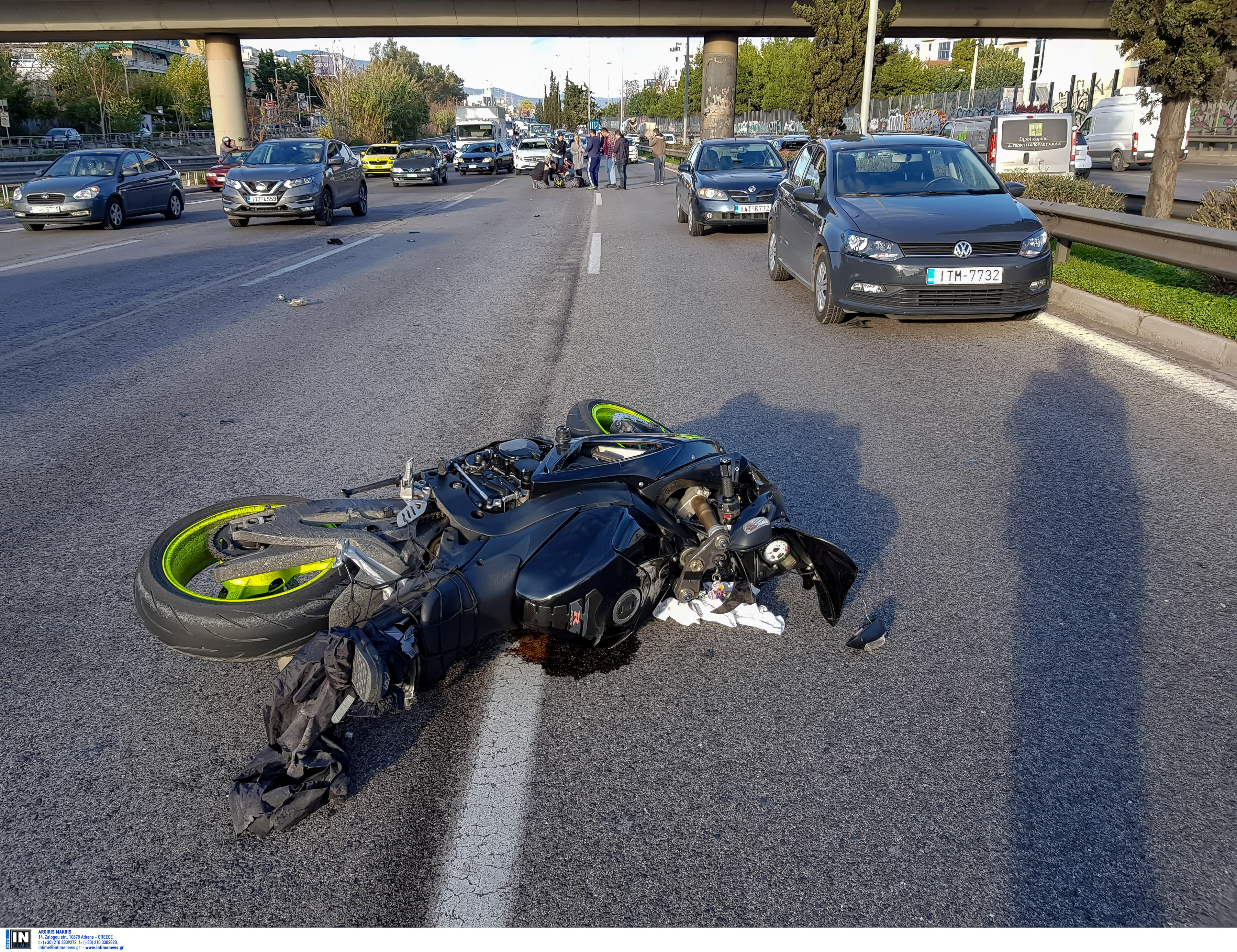 Τροχαίο στη λεωφόρο Σχιστού με δυο τραυματίες