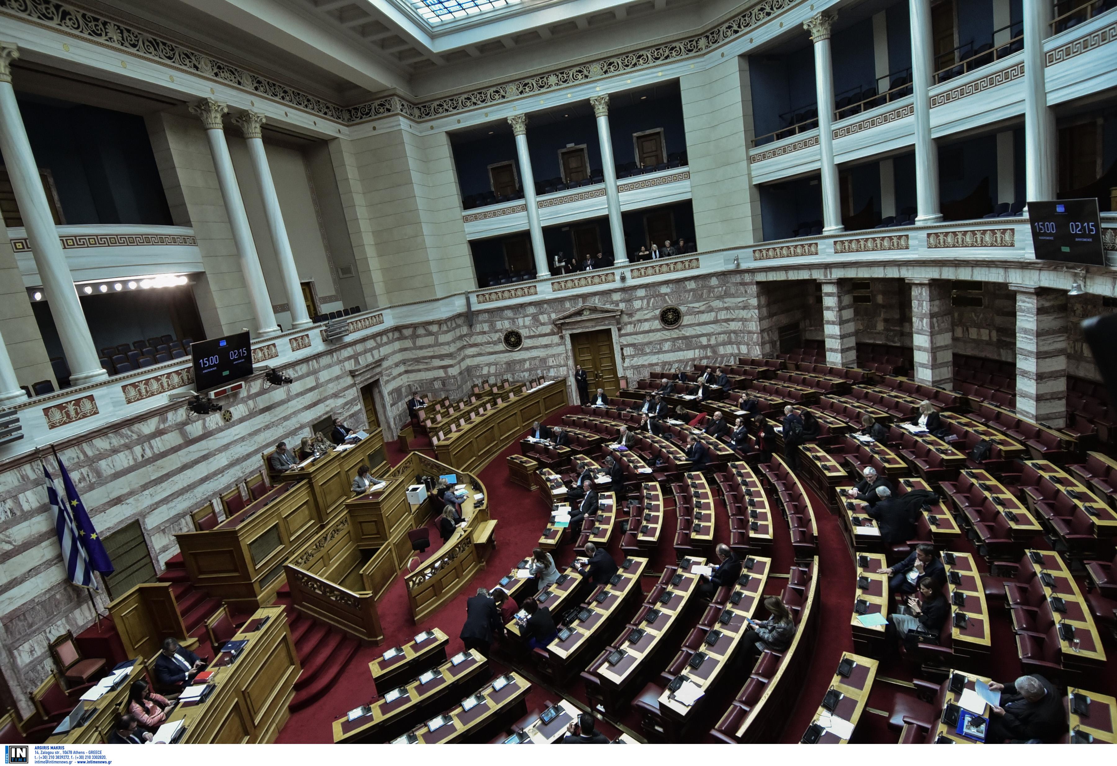 Συγκίνηση στη Βουλή και ενός λεπτού σιγή για τους πεσόντες στα Ίμια