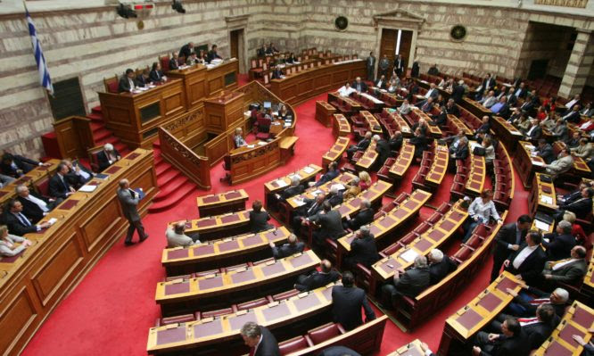 Βουλή: Ψηφίστηκε το νομοσχέδιο για την αναδιάρθρωση της πολιτικής προστασίας από φυσικές καταστροφές