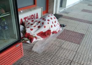 """Ξάνθη: Τον ξύπνησαν και τους """"κούφανε""""! Δεν ήταν άστεγος όπως πίστεψαν αρχικά [pic]"""