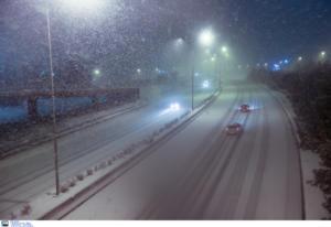 Εθνική Οδός: Λευκό τοπίο στην Αθηνών – Λαμίας μέσα σε λίγα λεπτά! Επί ποδός τα συνεργεία