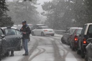 """Καιρός """"Ηφαιστίων"""": Συναγερμός για την νέα κακοκαιρία που φέρνει χιόνια και στην Αττική"""
