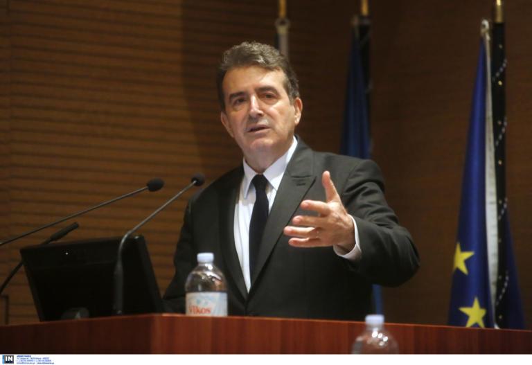 Χρυσοχοΐδης: Νέο δόγμα για τις συγκεντρώσες με μείωση χημικών και περισσότερο… νερό