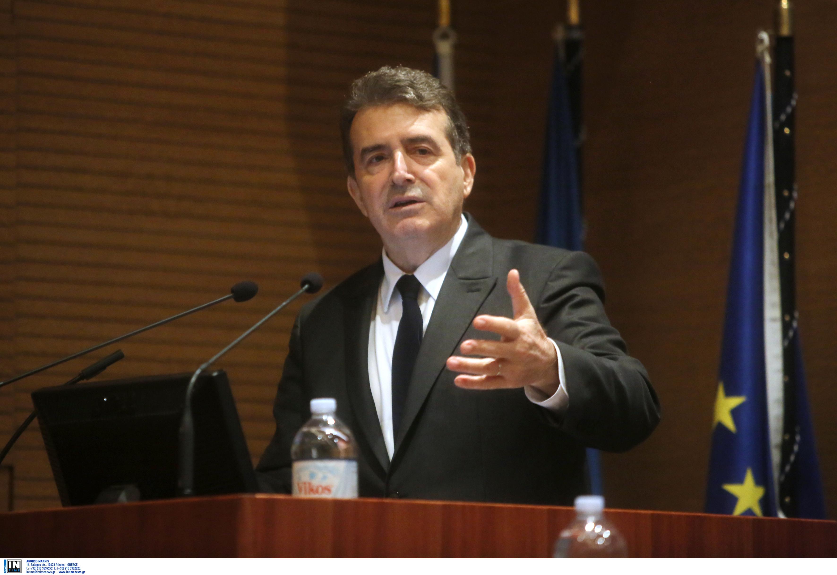 Χρυσοχοΐδης: Καμία μεταναστευτική δομή στον Έβρο