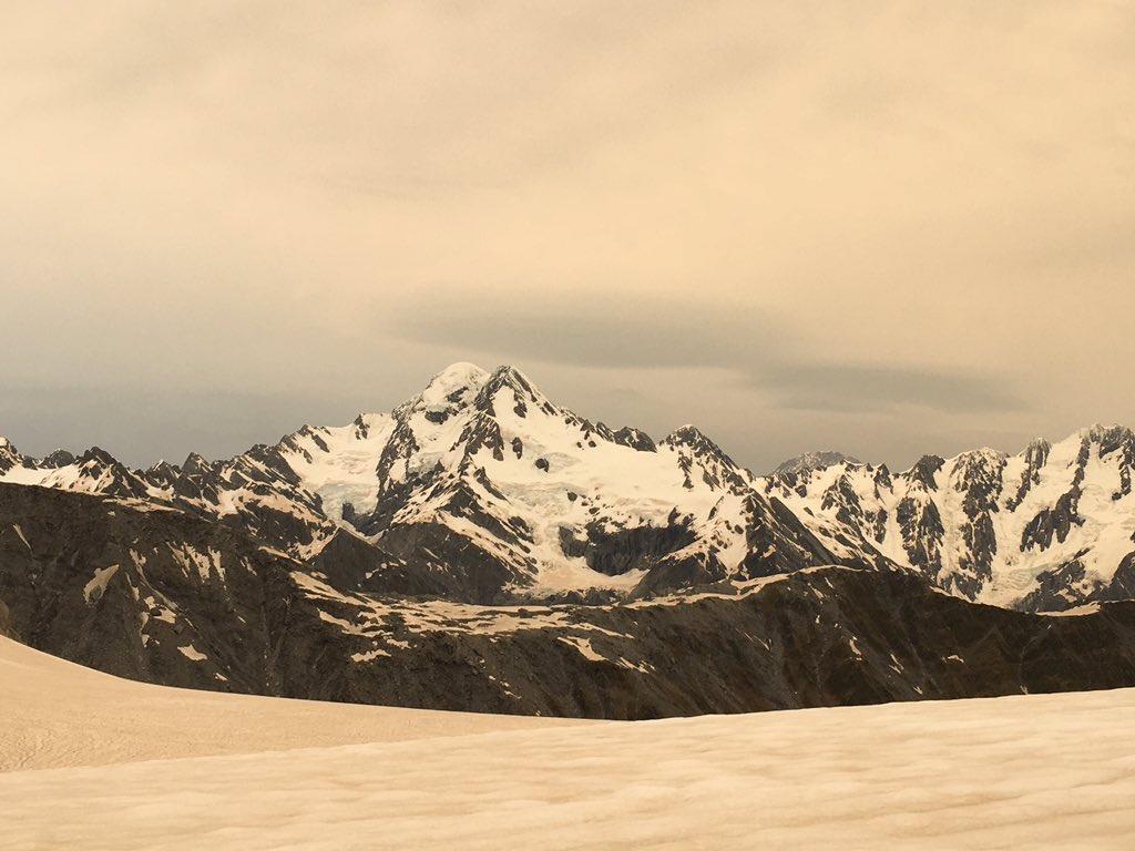 Παγετώνες στη Νέα Ζηλανδία έγιναν καφέ! [Pics]
