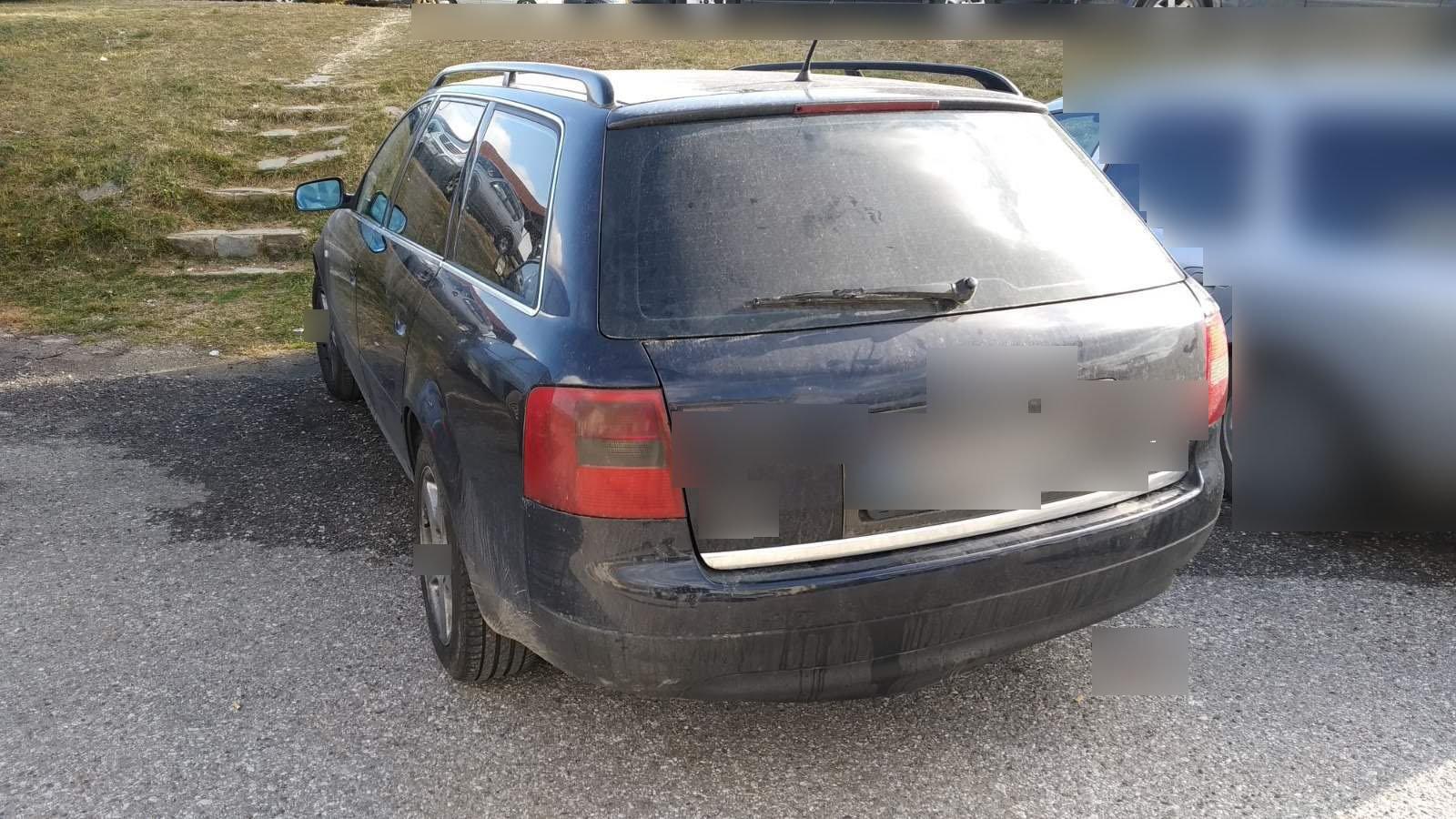 Καστοριά: Έβαλε σε αυτό το αυτοκίνητο 11 άτομα και οδηγούσε χωρίς να έχει δίπλωμα οδήγησης (Φωτό)