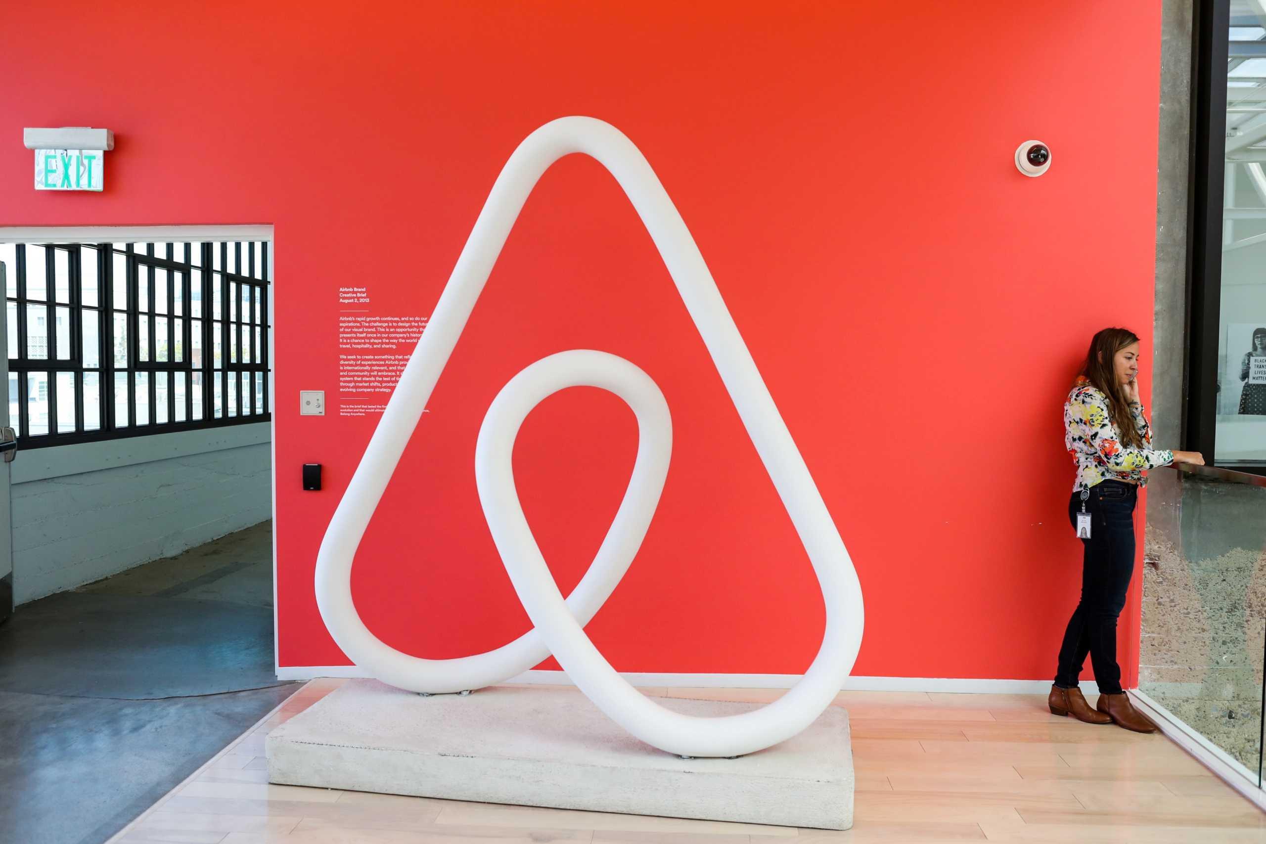 Η ΑΑΔΕ υπέγραψε συμφωνία με Airbnb, Booking.com και VRBO