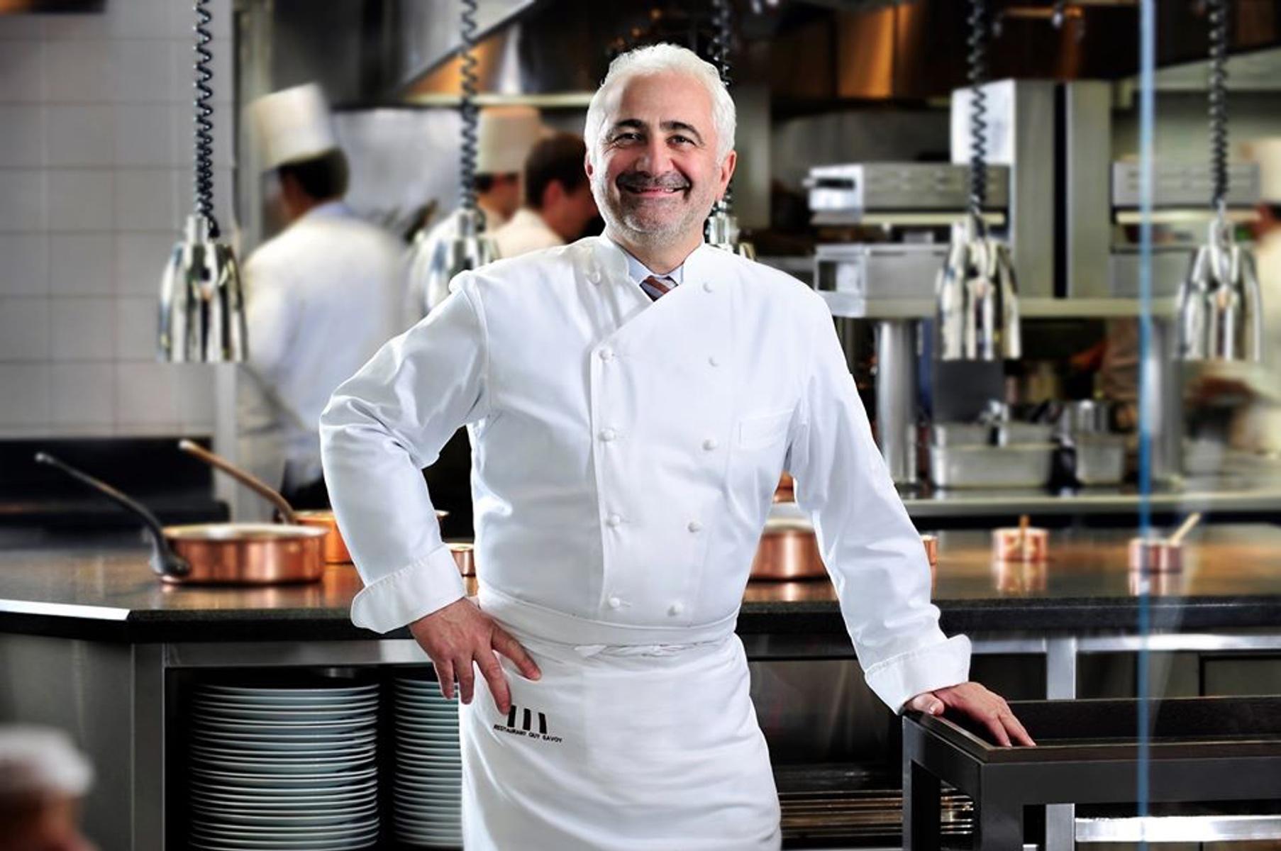 Στην Αθήνα ο Guy Savoy, ο αγαπημένος σεφ του Εμανουέλ και της Μπριζίτ Μακρόν