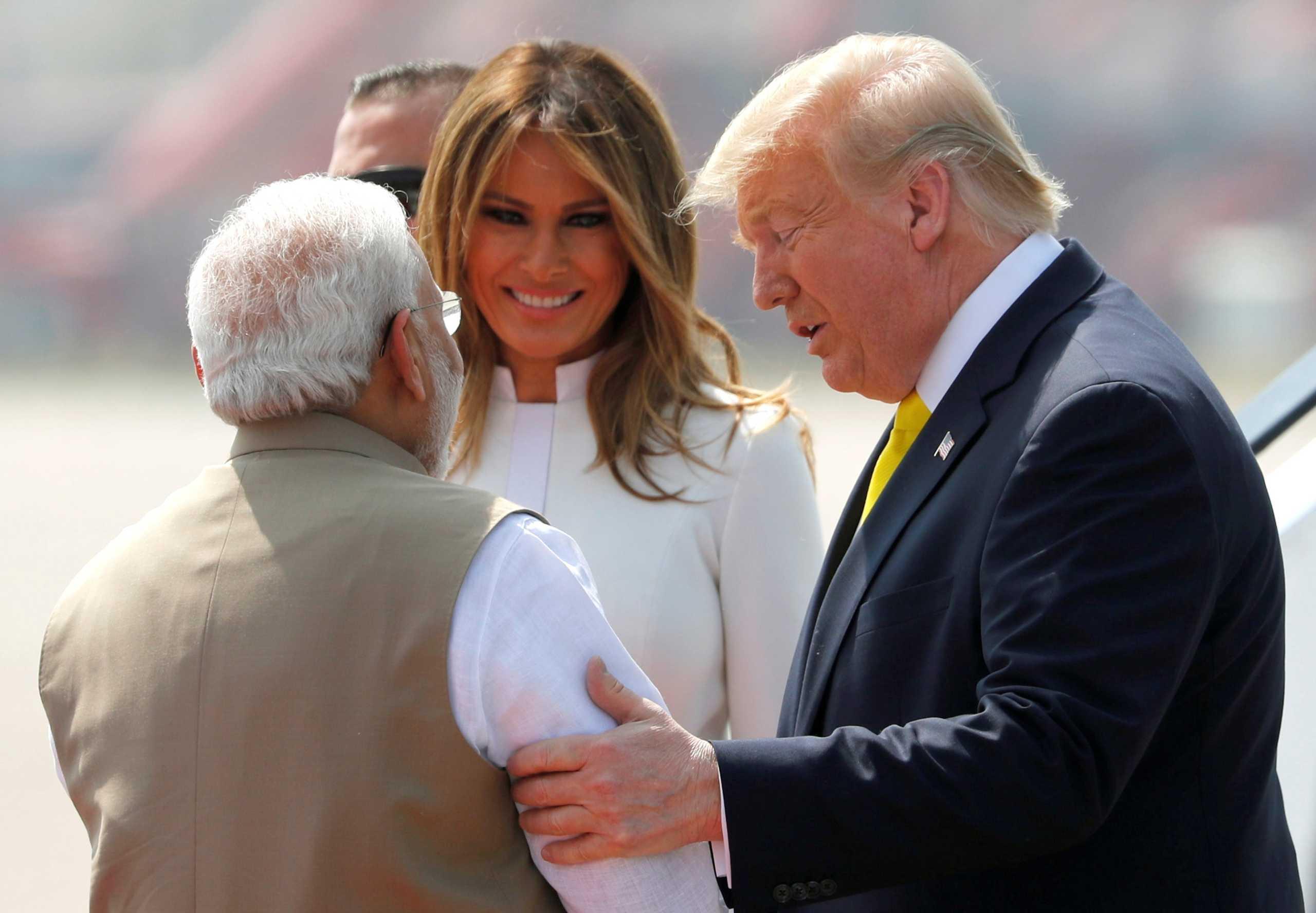Ινδία: Ξεσηκωμός για την πρώτη επίσκεψη Τραμπ - Τελετή υποδοχής σε γιγαντιαίο στάδιο κρίκετ! [pics]