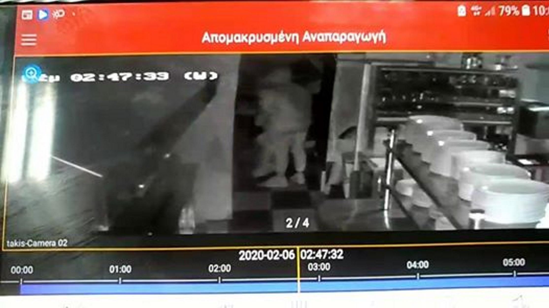 """Βίντεο σοκ: """"Καταδρομική"""" ληστεία σε καφενείο στην Μυτιλήνη"""