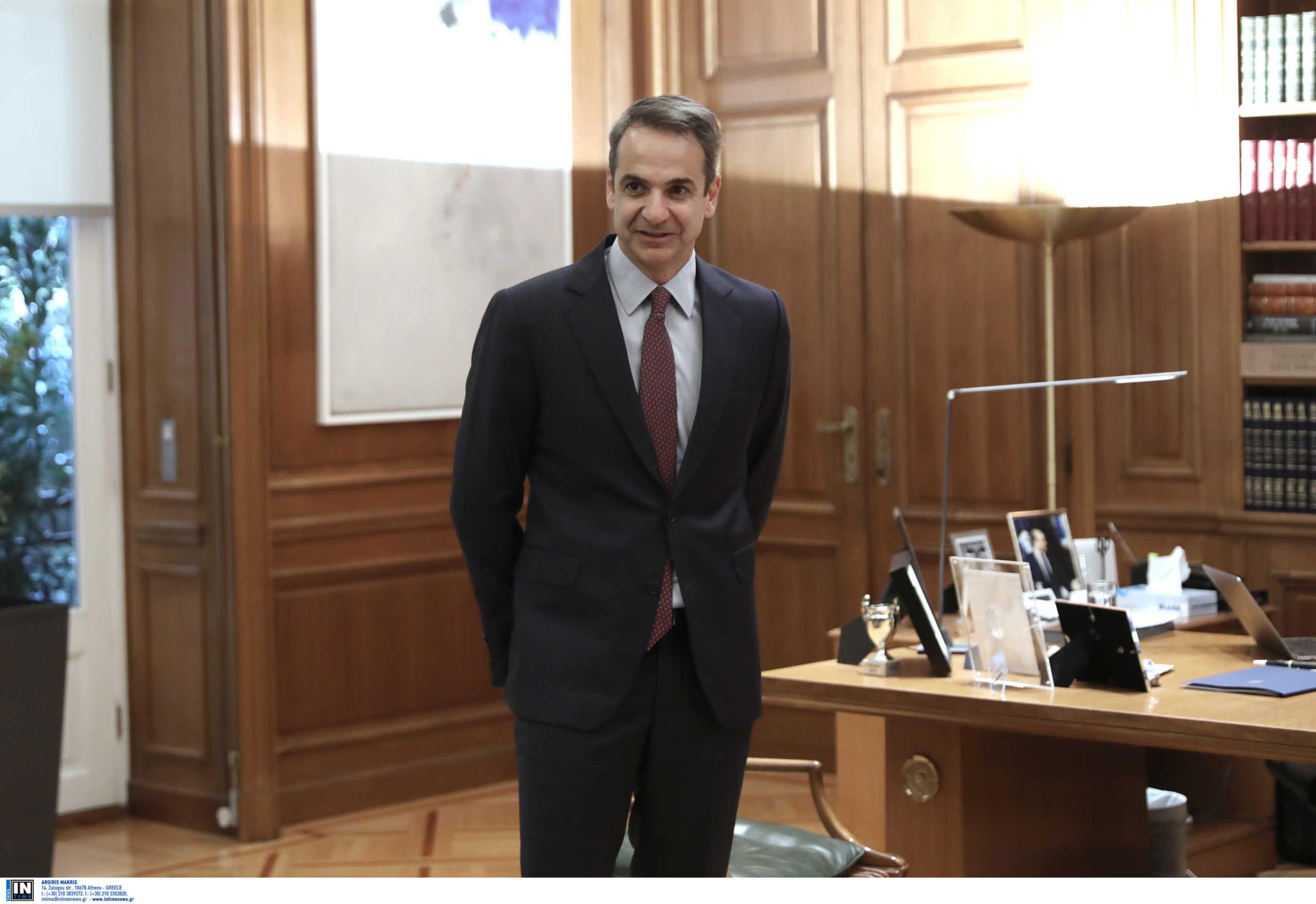 Ο Μητσοτάκης υποδέχεται στο Μέγαρο Μαξίμου UEFA και FIFA!