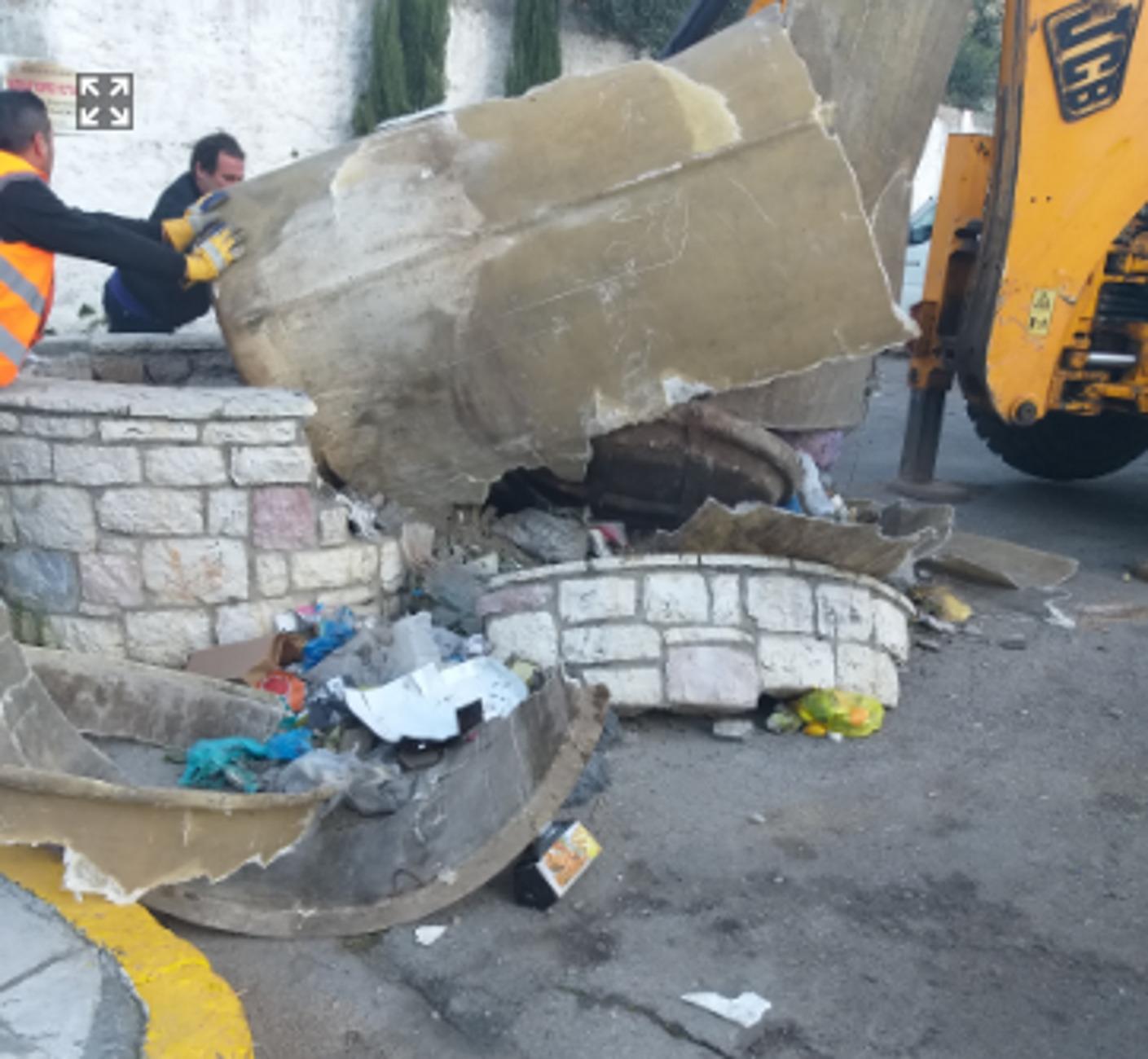 Καλαμάτα: Πλησίασαν τον υπόγειο κάδο σκουπιδιών και είδαν αυτές τις εικόνες! Η εξήγηση που προκάλεσε οργή (Φωτό)