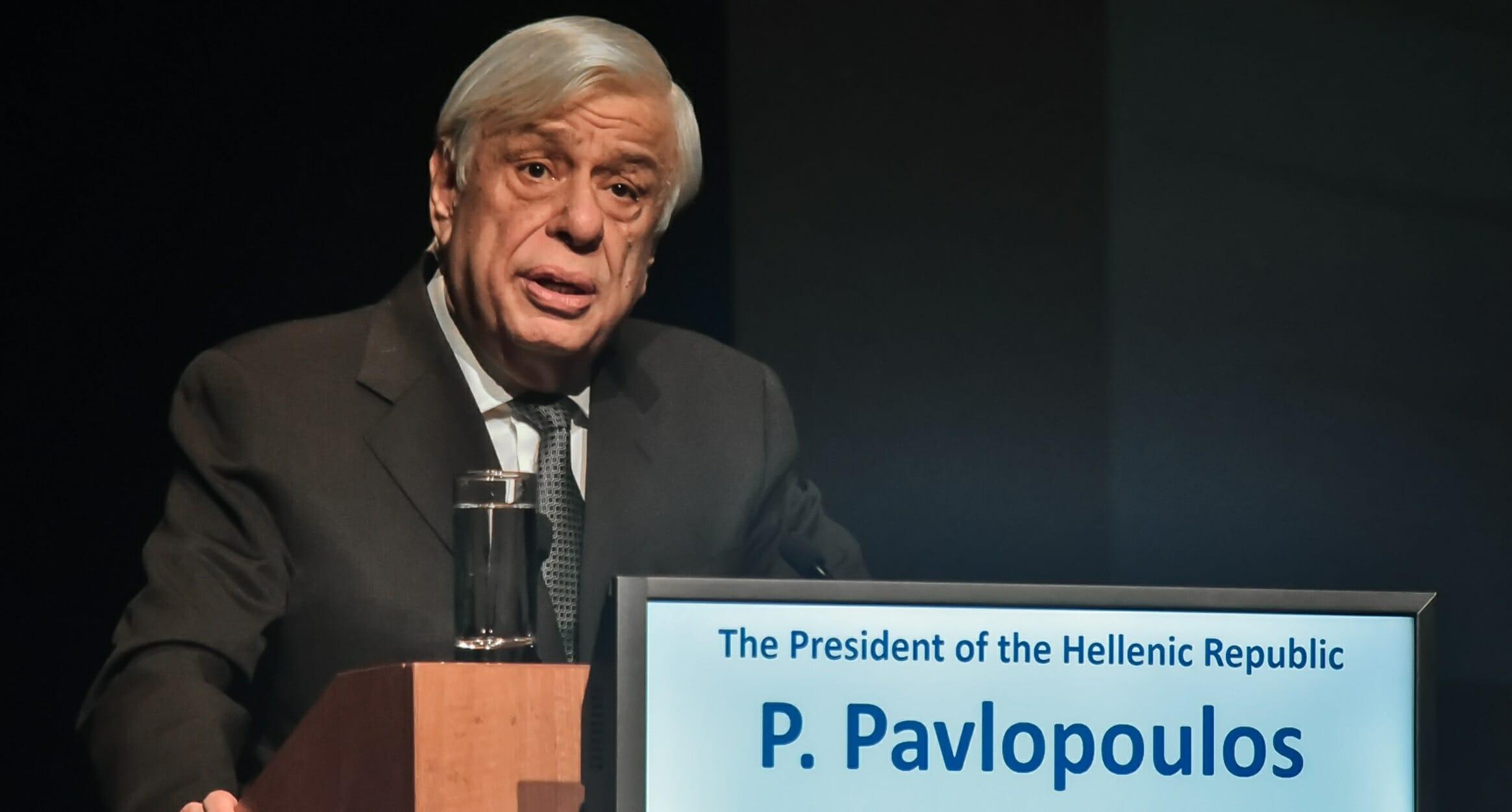 """Κική Δημουλά: Ο Προκόπης Παυλόπουλος """"αποχαιρετά"""" την ποιήτρια"""