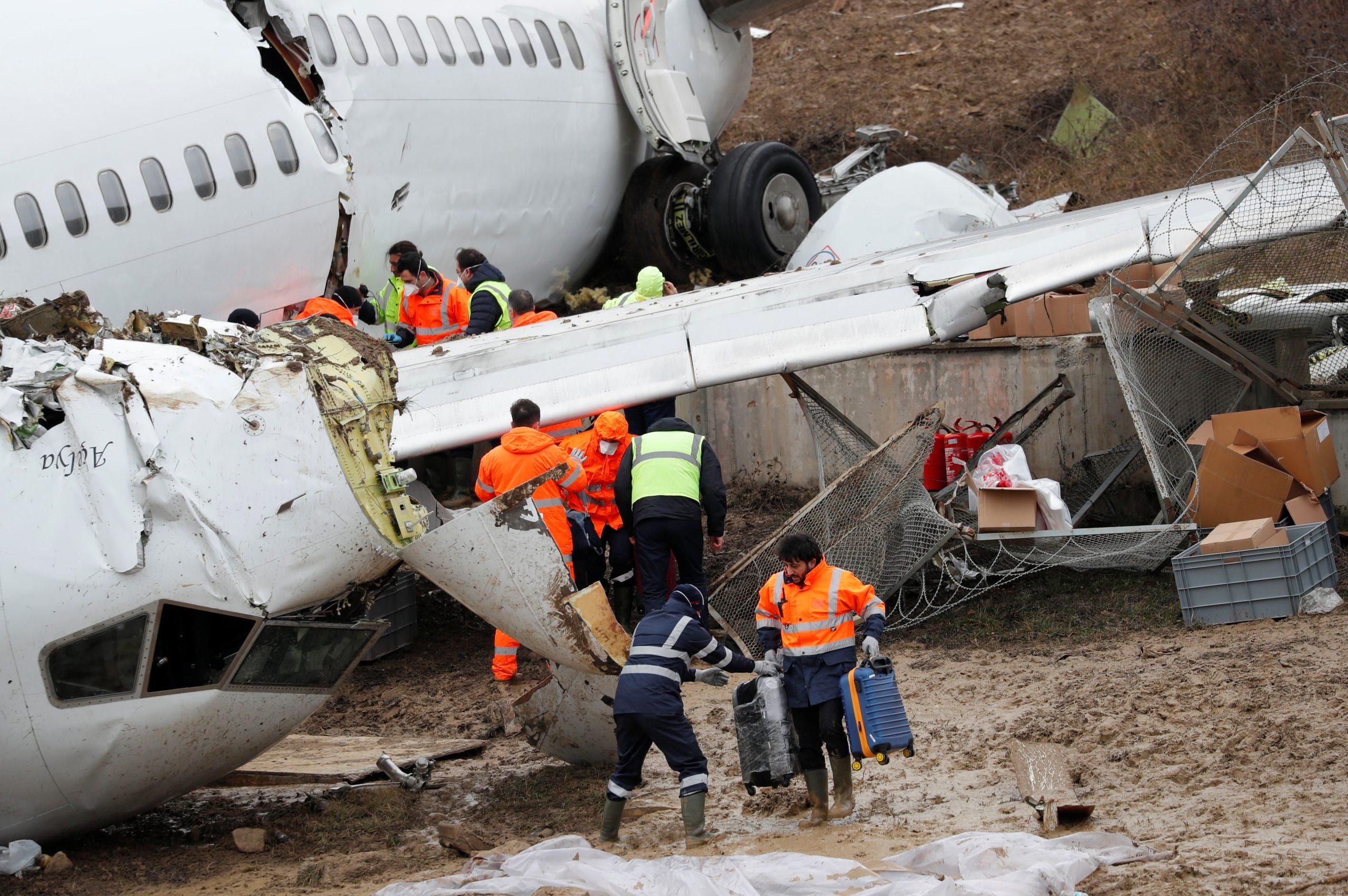 """Επιβάτες περιγράφουν τα δραματικά λεπτά της αεροπορικής τραγωδίας στην Κωνσταντινούπολη - """"Ο κόσμος ούρλιαζε..."""""""