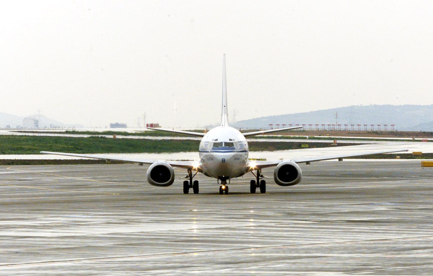 Κρήτη: Αγωνία στον αέρα! Αεροπλάνο δεν μπορούσε να προσγειωθεί στο Ηράκλειο λόγω ανέμων