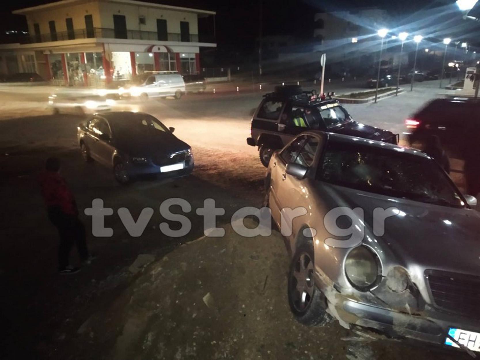 Σοκ στο Αλιβέρι! Αυτοκίνητα έπεσαν πάνω σε 4 παιδιά [pics]
