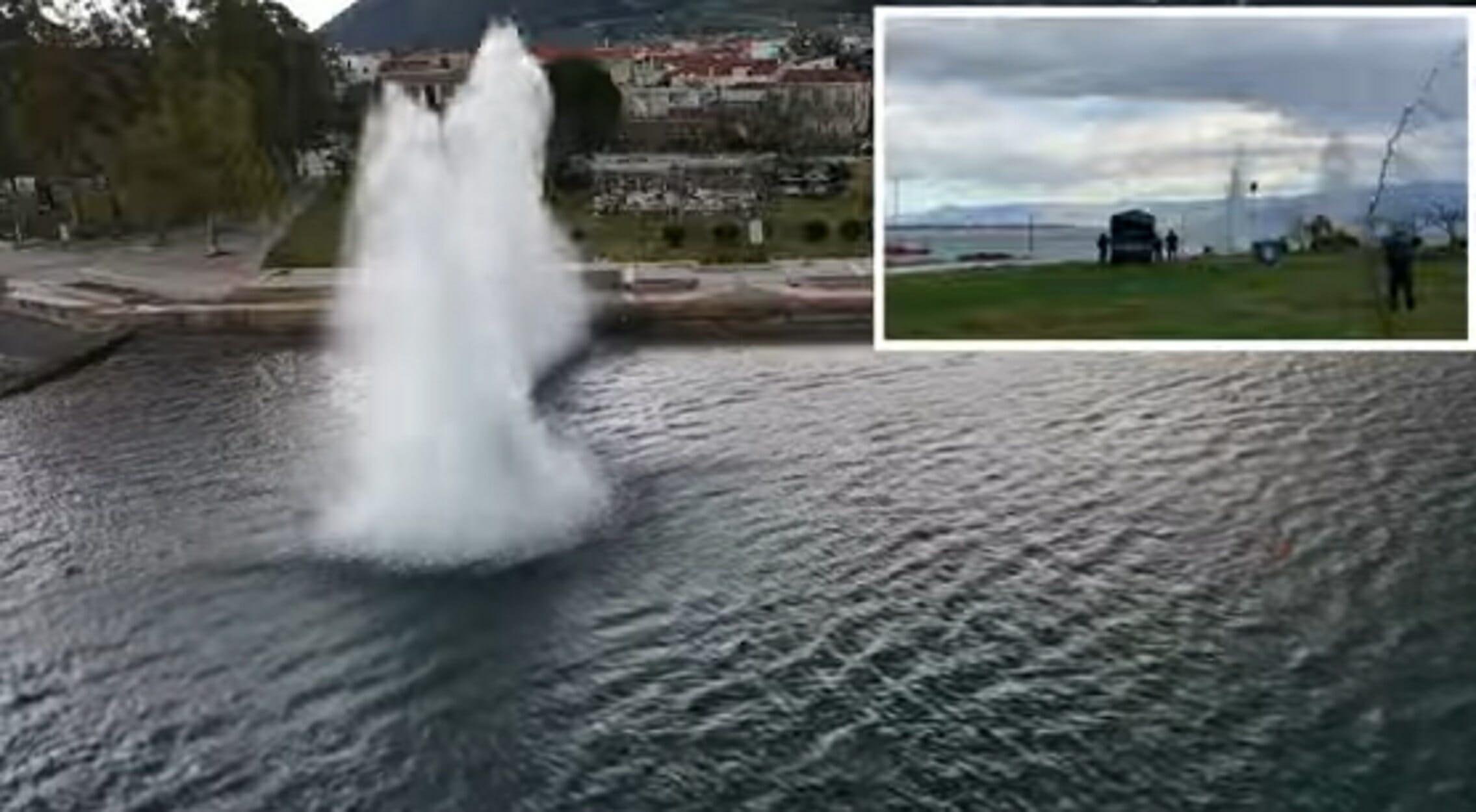 Καμένα Βούρλα: Κόβει την ανάσα βίντεο ανατίναξης οβίδας μέσα στη θάλασσα!