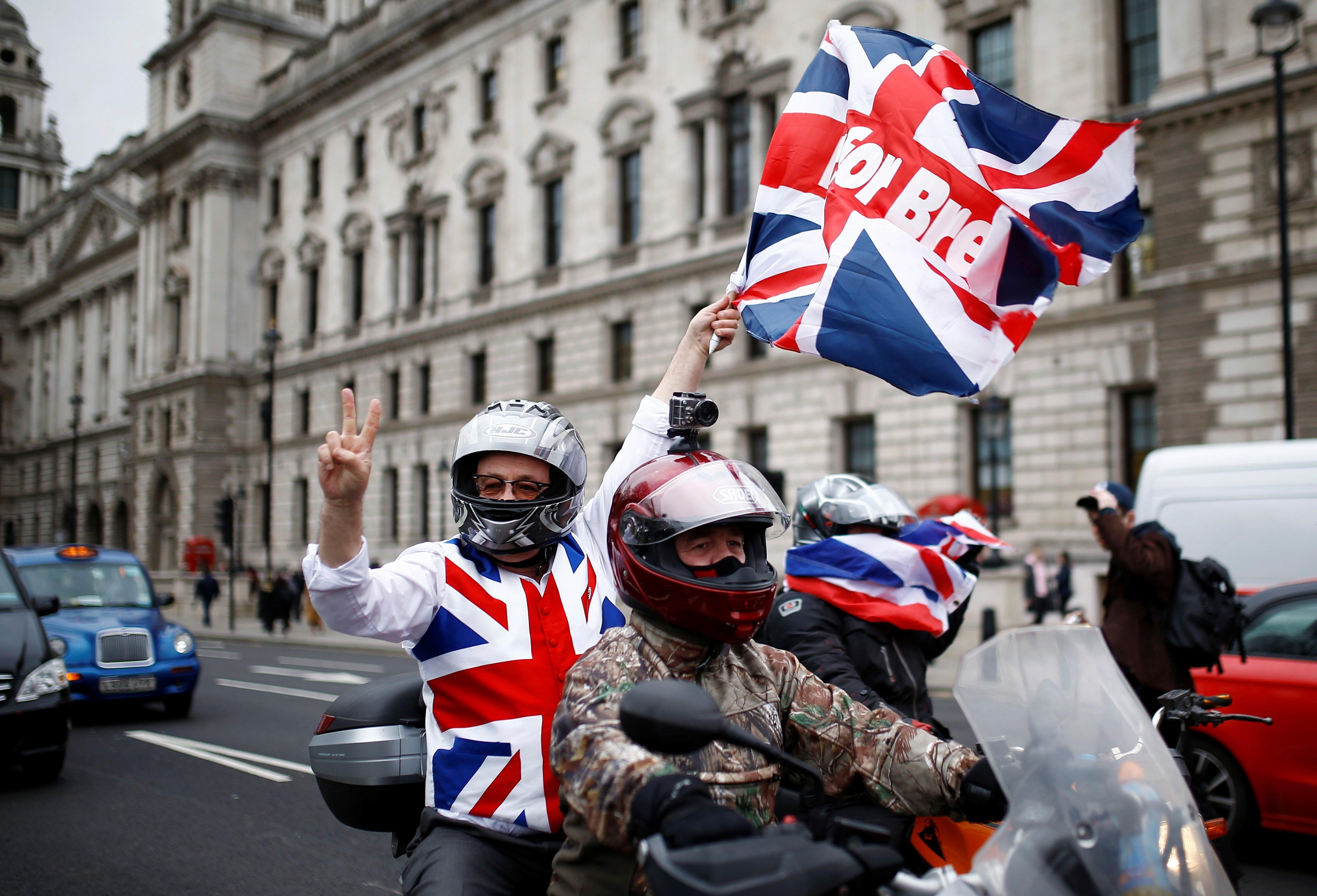Ρατσιστικό παραλήρημα οπαδών του Brexit για όσους δεν μιλάνε μόνο αγγλικά