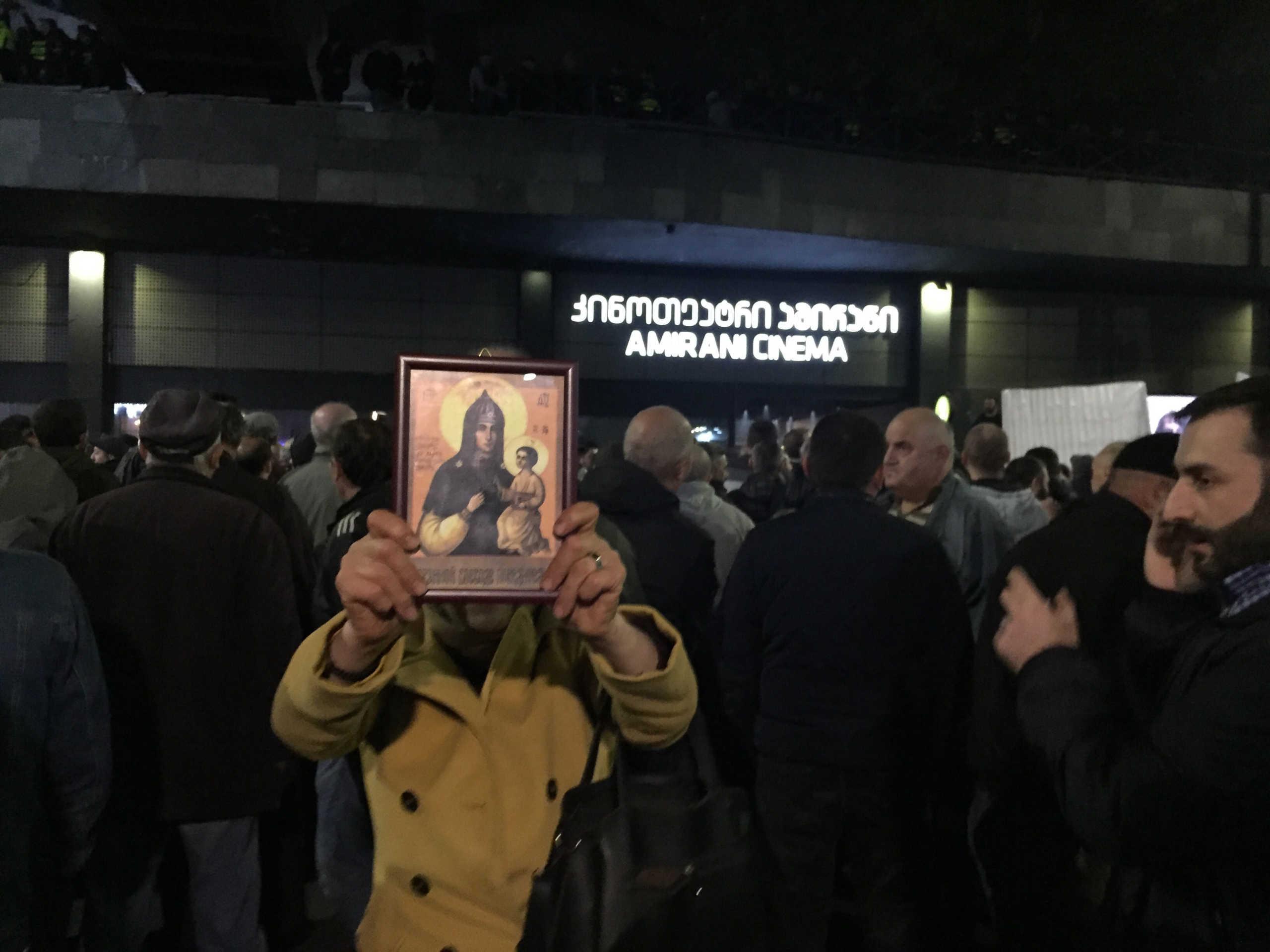 Κορονοϊός: Μην ασπάζεστε εικόνες και να κοινωνάτε με κουταλάκια μιας χρήσης λέει η Εκκλησία στη Ρουμανία