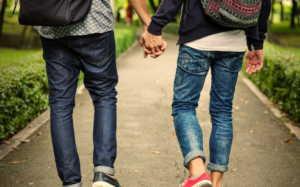 """""""Δεν μπορώ όταν φιλιούνται στο στόμα δύο ομοφυλόφιλοι, αηδιάζω, δεν μου αρέσει καθόλου σαν εικόνα"""""""