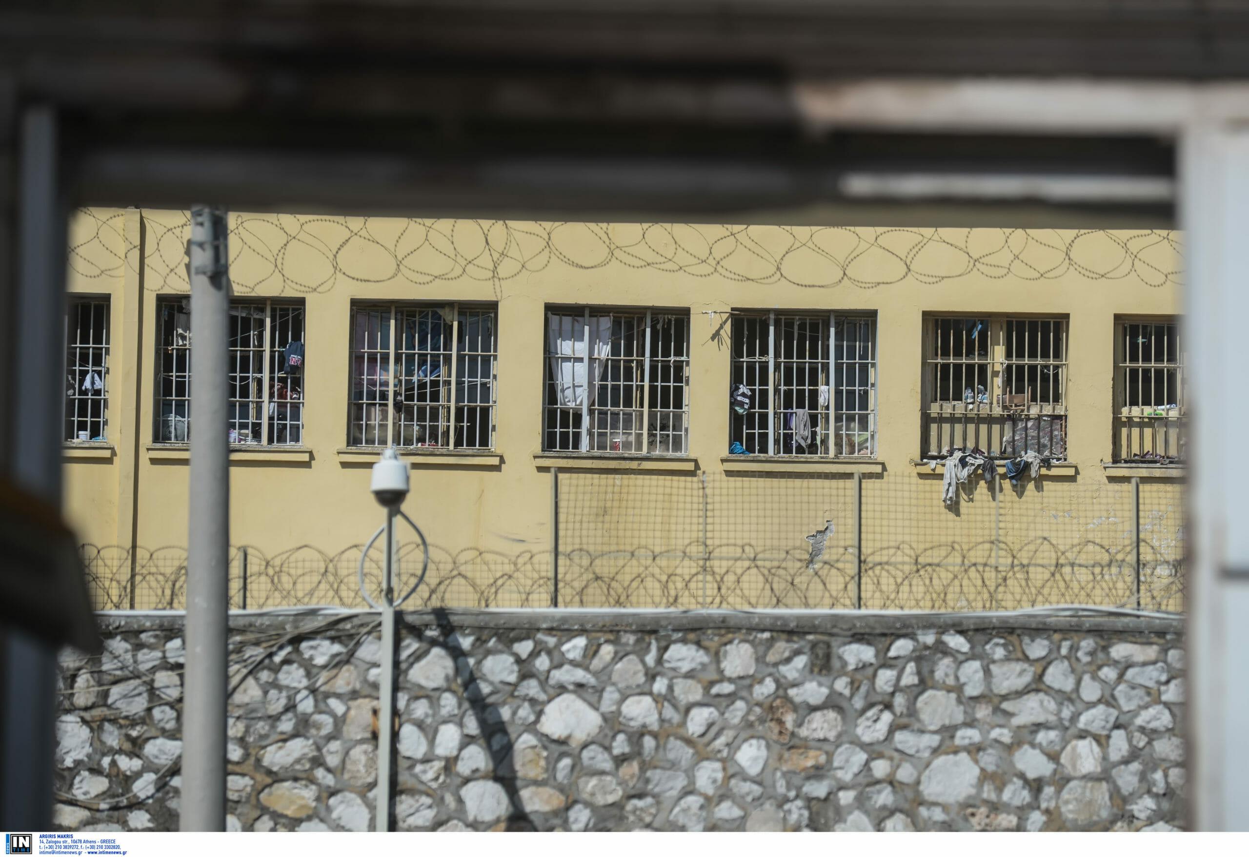 """Λαμία: Παραμένει στη φυλακή ο δικηγόρος για τον βιασμό της 7χρονης εγγονής του! """"Καταρρέω εκεί μέσα"""""""